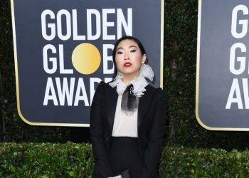"Joaquin Phoenix, Awkwafina, ""Fleabag"" win at the 2020 Golden Globes 