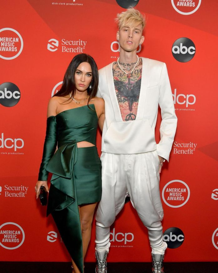 These Are Our Must-See Looks From The AMAs 12
