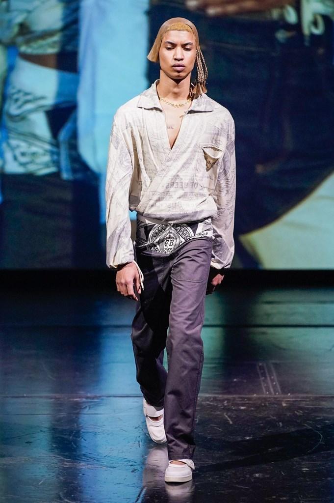 title Telfar Clemens dévoile sa collection SS20 à la Fashion Week de Paris 2019