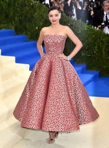 Miranda Kerr in Oscar de la Renta and Christian Louboutin heels.