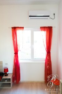 Апартамент под наем Благоевград в бяло и червено с нов климатик
