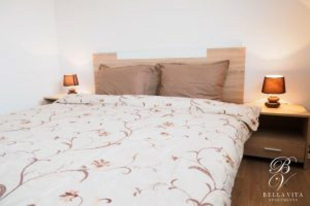 Напълно обзаведен двустаен апартамент под наем Благоевград широк център