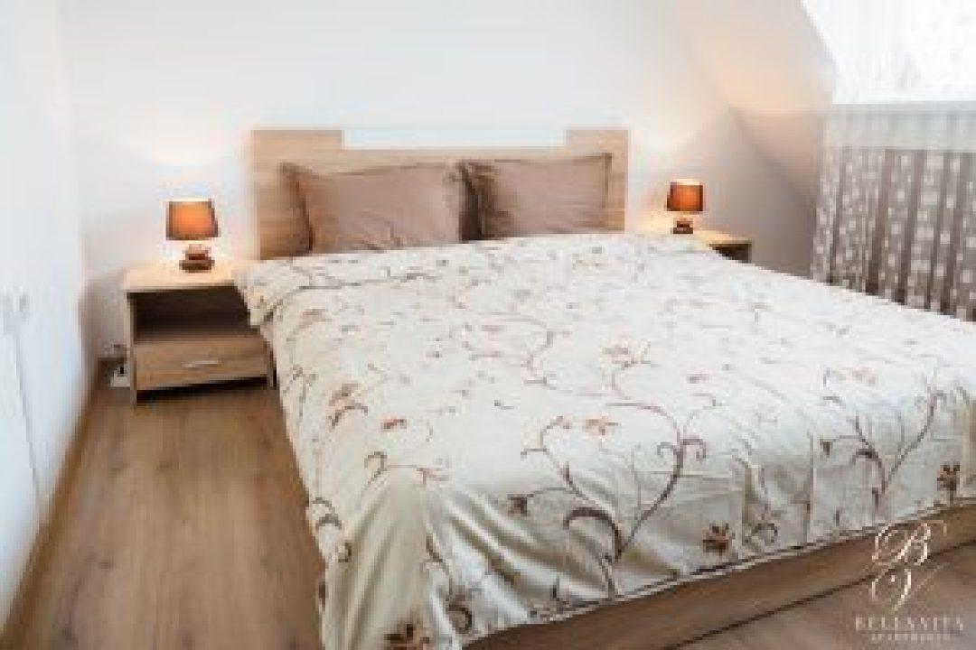 Удобна спалня в обзаведен апартамент под наем Благоевград с прекрасна гледка