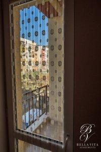 Уютен балкон в напълно обзаведен апартамент под наем Благоевград
