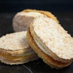ダックワーズ ココナッツ生地とバナナクリームのお菓子