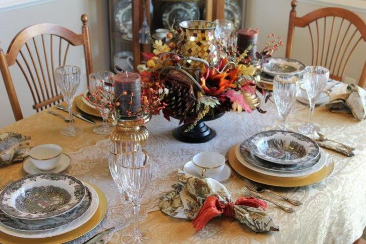 AN AUTUMN TABLESCAPE