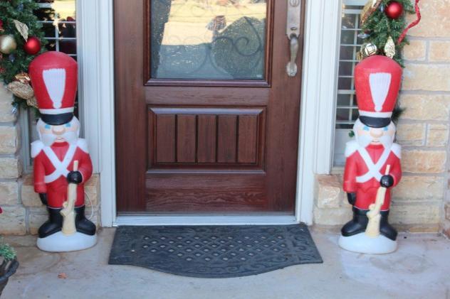 Belle Bleu Interiors Christmas Front Porch 1