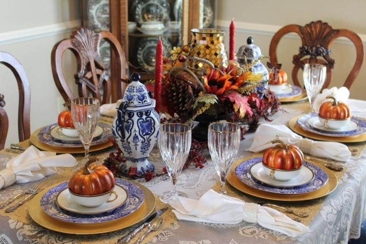 TIPS FOR HOSTING THE PERFECT THANKSGIVING DINNER