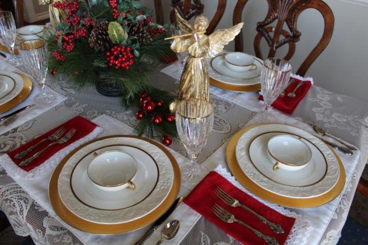 Belle Bleu Interiors Elegant Christmas Tablescape 10