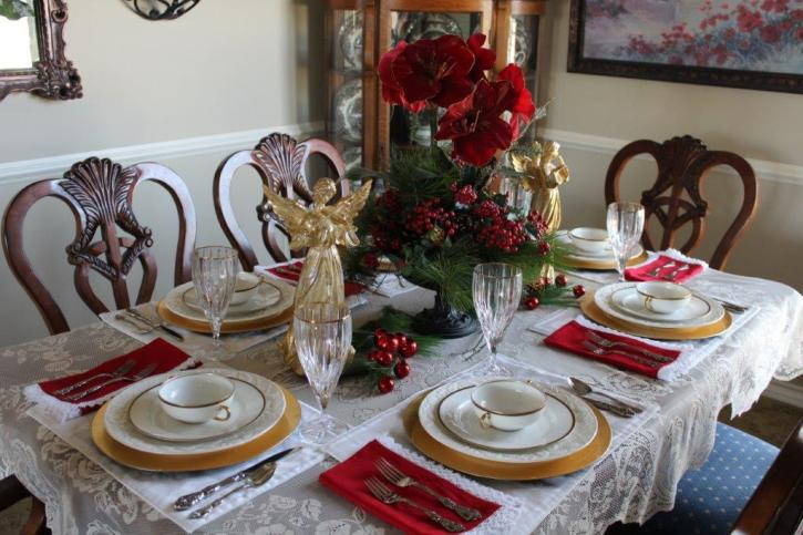 Belle Bleu Interiors Elegant Christmas Tablescape 5