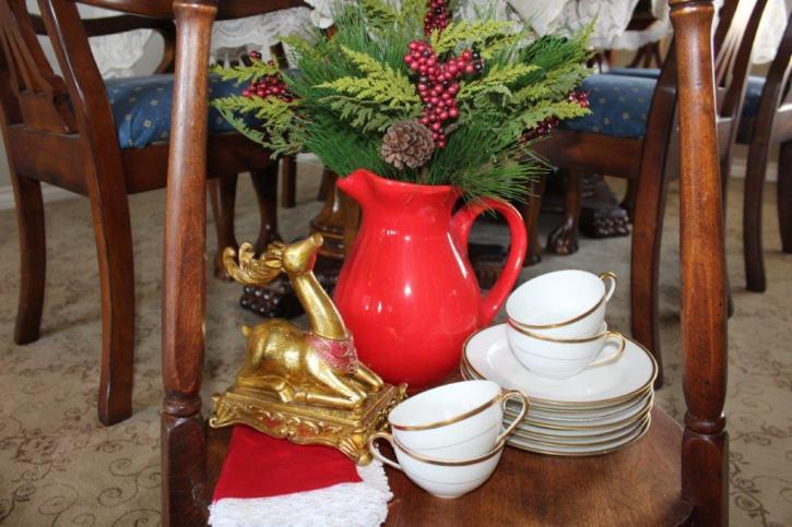 Belle Bleu Interiors Elegant Christmas Tablescape 9