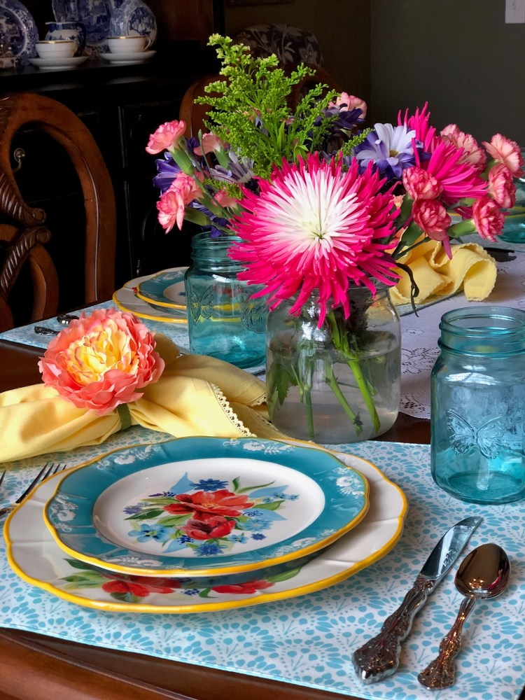 Happenings and a Pretty Spring Table