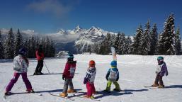 children skiing in les carroz