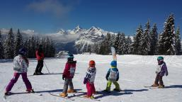 children skiing in les carroz