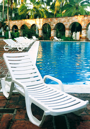 white plastic lounge chairs small side chair for bedroom bahia chaise lounges resin pool furniture belson outdoors model 44031004
