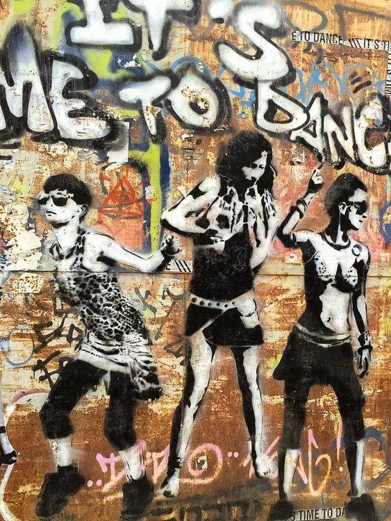 berlin things to do summer street art walking tour