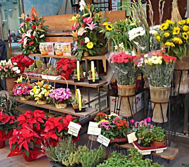 """""""هنا"""" يقدم محل لبيع الزهور ٧ زهرات إضافية للمشتري"""
