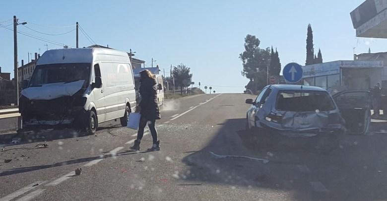 Photo of Dos heridos tras chocar una furgoneta y un turismo en Alcañices