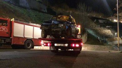 Photo of Un coche choca contra una farola y la arranca en la Cuesta del Caracol