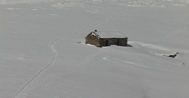 Photo of Cortada la carretera a la altura de San Martín de Castañeda por la nevada