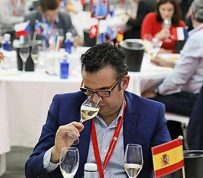 Photo of Marcelino Calvo jurado-catador en el Concurso Internacional de vinos Premios Zarcillo