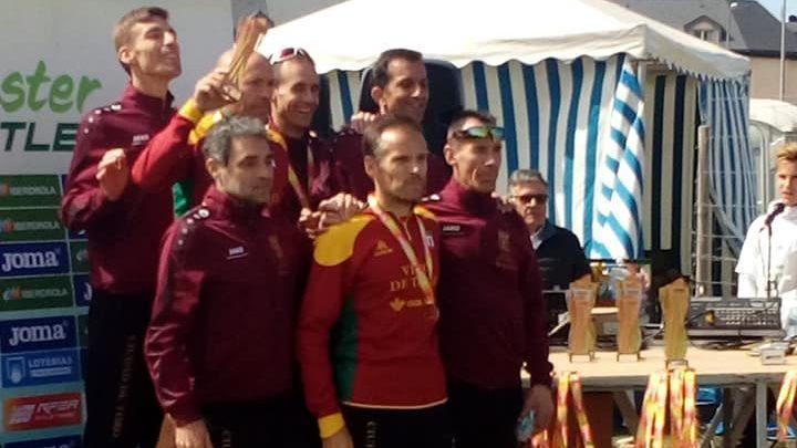 Photo of Roberto Peral continúa sumando medallas con su equipo