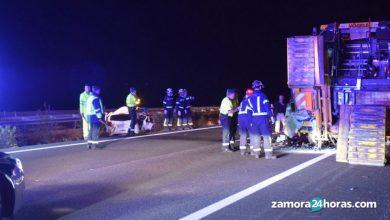 Photo of Tres fallecidos y un herido al chocar un camión y un coche a la altura de Montamarta