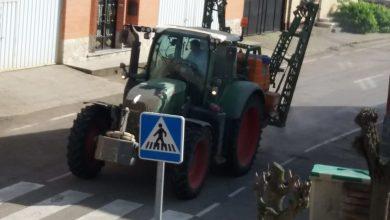 Photo of Agricultores de Fuentes de Ropel desinfectan las calles del pueblo