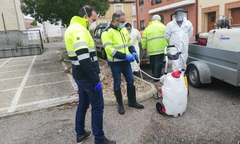 Photo of El presidente de la Diputación visita los trabajos de desinfección contra el COVID-19