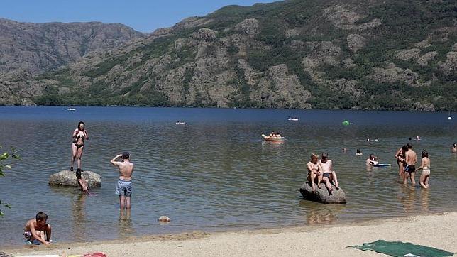 Photo of Aumenta el aforo máximo de las playas del Lago de Sanabria hasta las 2.406 personas
