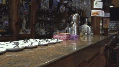 Photo of Desde esta medianoche se prohibe el consumo en barra, fumar en las terrazas y reuniones con más de 6 personas