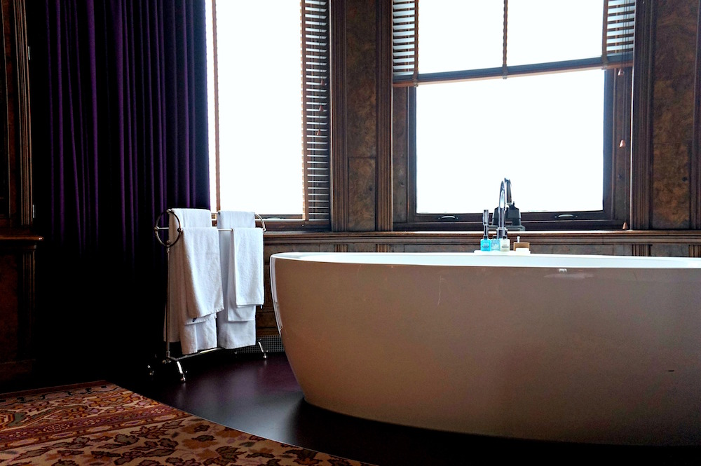 soaker tub in the anouk suite hotel new york