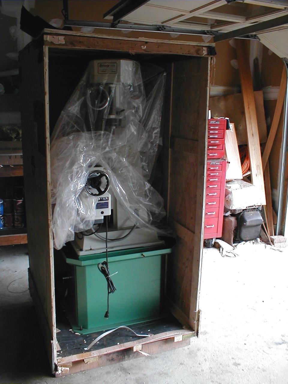BenchtestCom  Workshop  Moving the milling machine into theworkshop