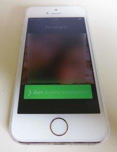 Alter Lock-Screen bis iOS 7.0.6 mit rechteckigem Button zur Gesprächs-Annahme