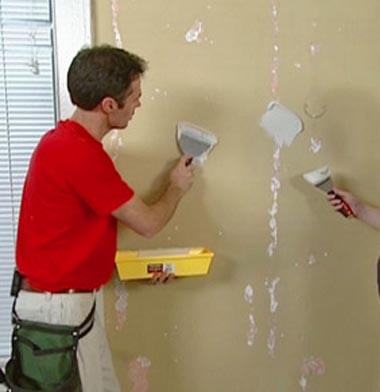 Stuccare una fessura o un buco sul muro
