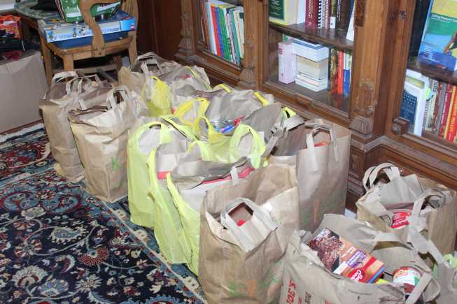Clients of the pantry will be able to have a Christmas dinner. The pantry gives more than 400 bags of food.