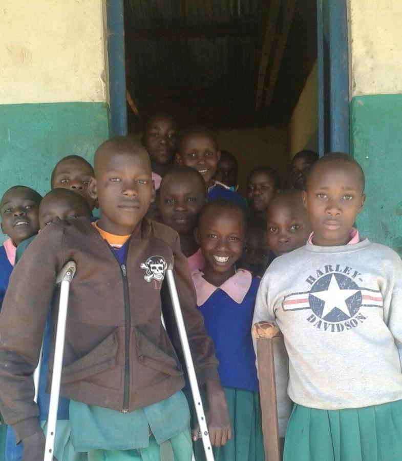 Senior+Edwin+Rutto+is+raising+%241%2C000+for+children%2C+like+these%2C+at+Sitamani+Primary+School.