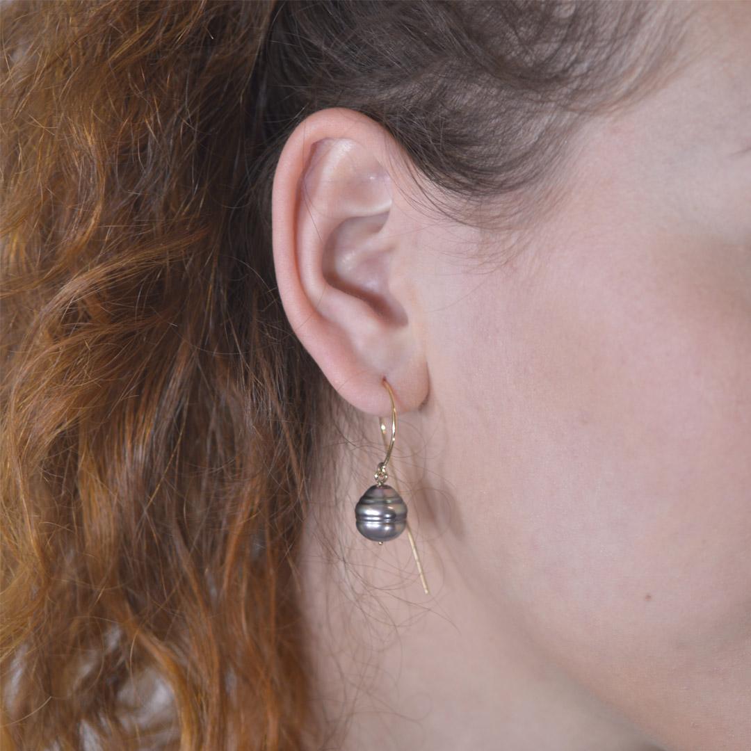 Boucles d'Oreilles Virgule C Perles Portées