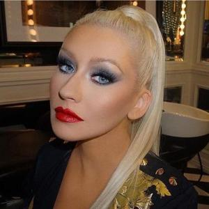 Hollywood wears benefit lashes