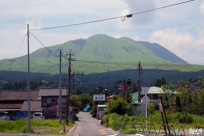 Le mont Aso vu de la gare d'Aso, Kumamoto