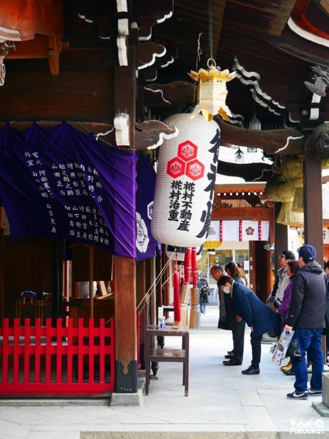 Prier au sanctuaire Kushida, Fukuoka