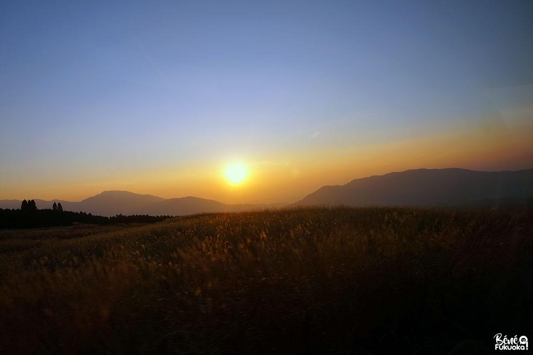 Coucher de soleil sur le mont Aso, Kumamoto