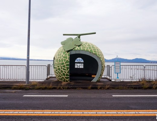 Abribus en forme de fruits, Konagai, Nagasaki