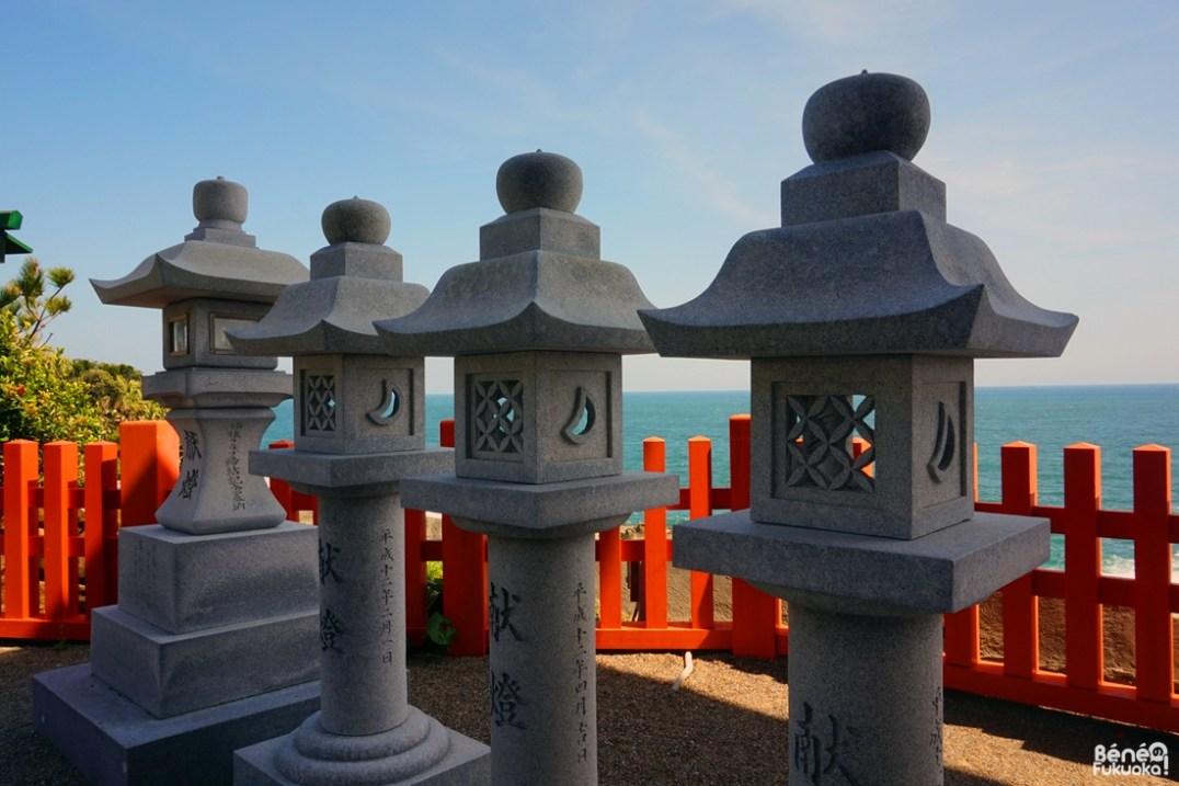 Lanternes japonaises au sanctuaire Udo, Miyazaki