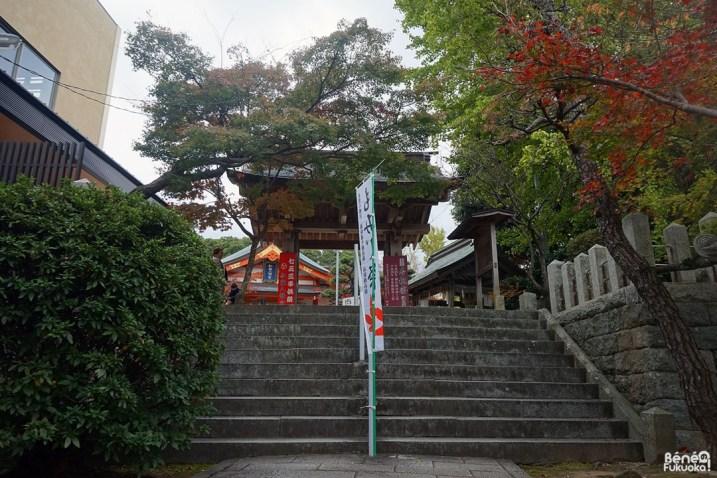 L'entrée du sanctuaire Momiji Hachimangû, Fukuoka