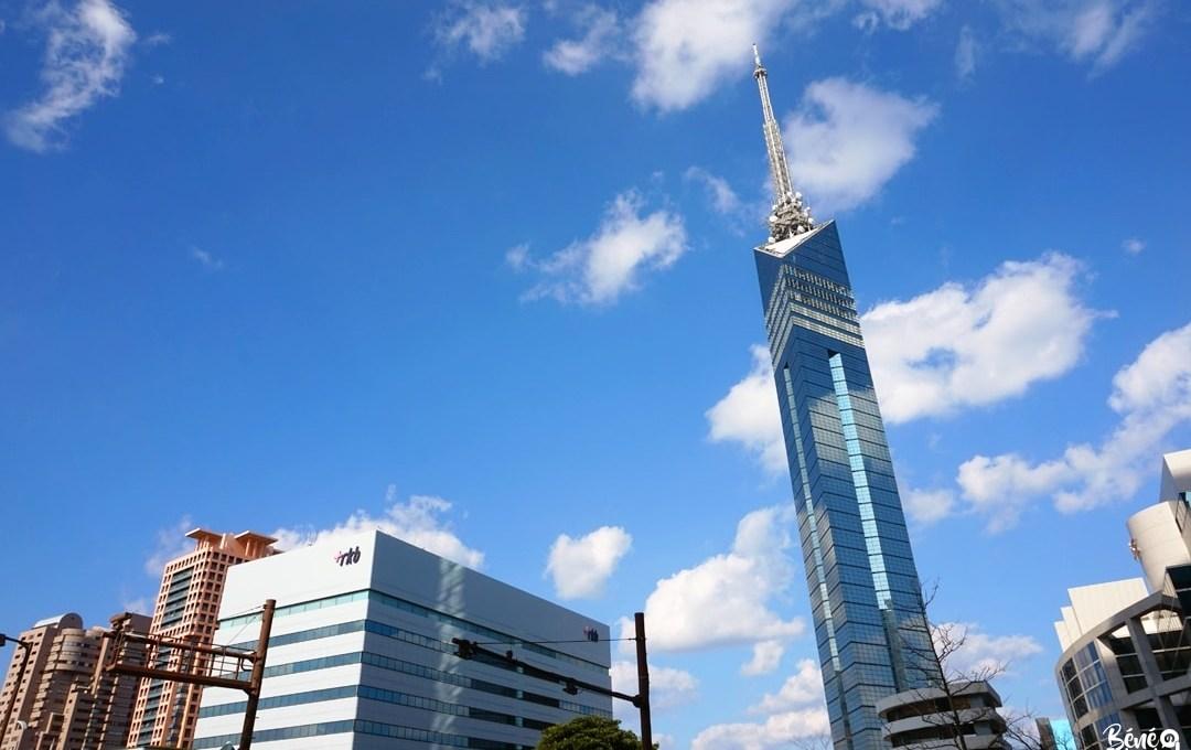 La tour de Fukuoka vue depuis le Fukuoka Open Top Bus