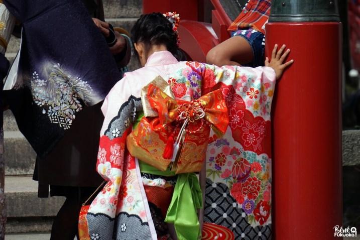 Petite fille en kimono au sanctuaire Dazaifu Tenman-gû, Fukuoka