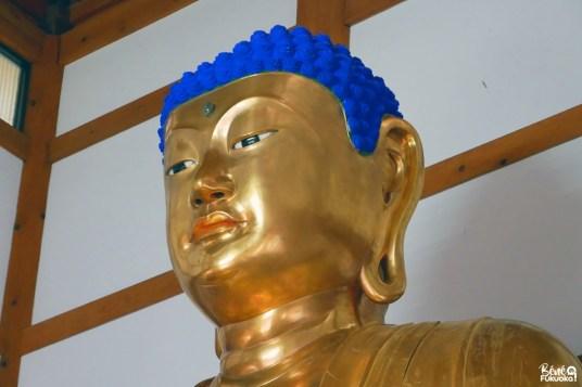 Le grand bouddha d'or du temple Manmyô-ji, Unzen, Nagasaki