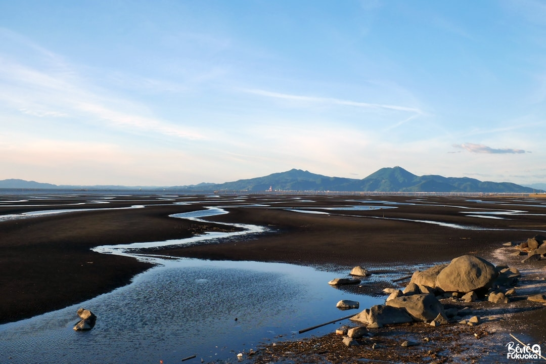 Baie de Shimabara vue depuis le 7-eleven de Nagahama-machi, ville d'Uto, Kumamoto