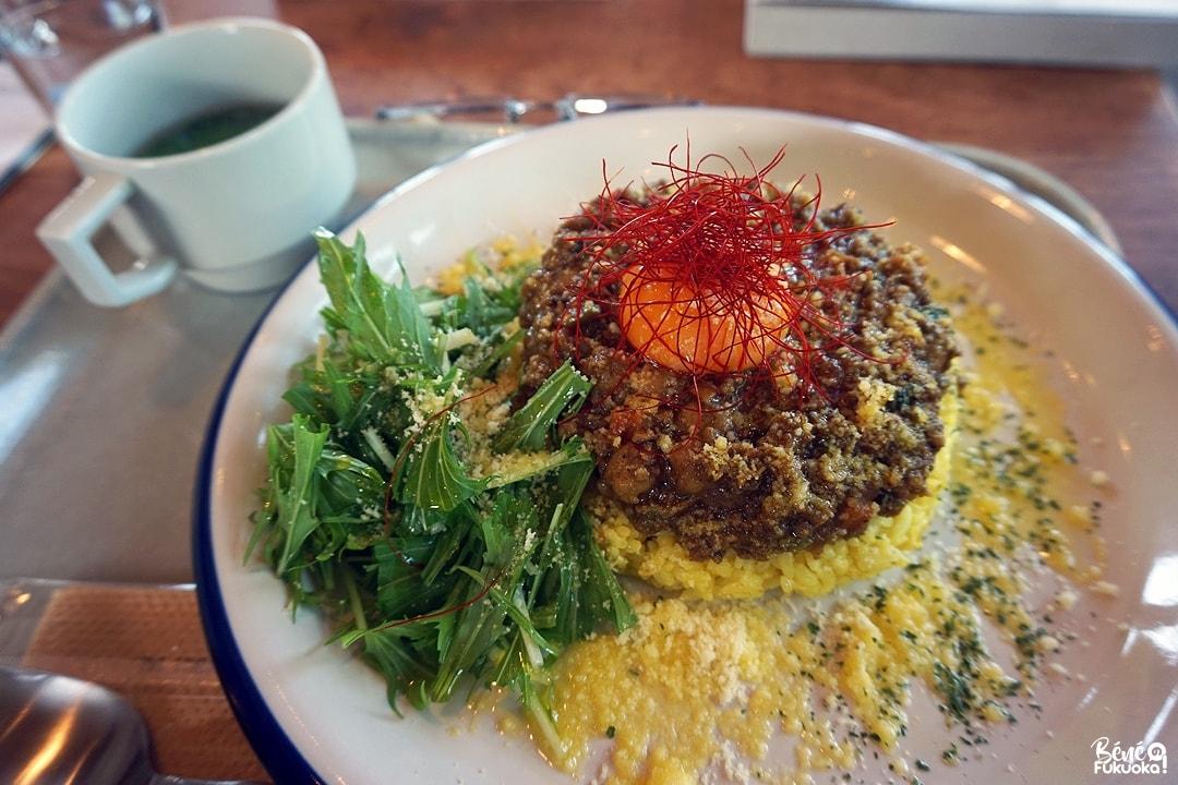 Curry servi au restaurant de la gare de Chiwata, Higashi-Sonogi, Nagasaki